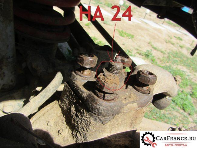Демонтаж гайки на 24 с регулировочной гайки шкворня на УАЗ ПАТРИОТ